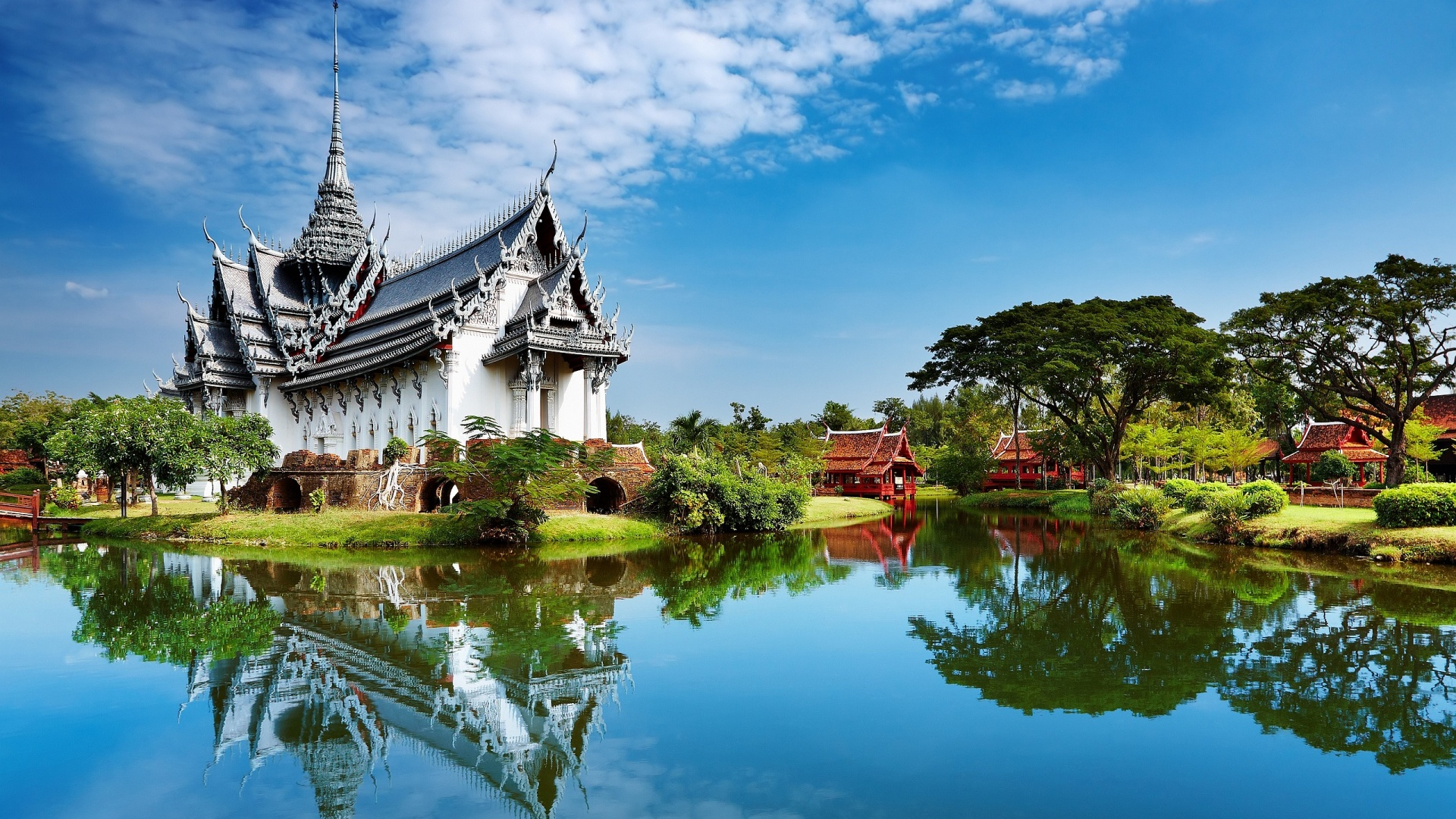 With Yatra's 3N Pattaya & 2N Bangkok Excitement package, you get to take a fantastic trip to the two most popular tourist destinations in Thailand- the cosmopolitan city of .